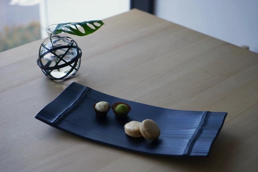 公長齋小菅的新作,現代、俐落而大方,技藝是傳統的,但卻是能融入咖啡館氣氛的新風格。