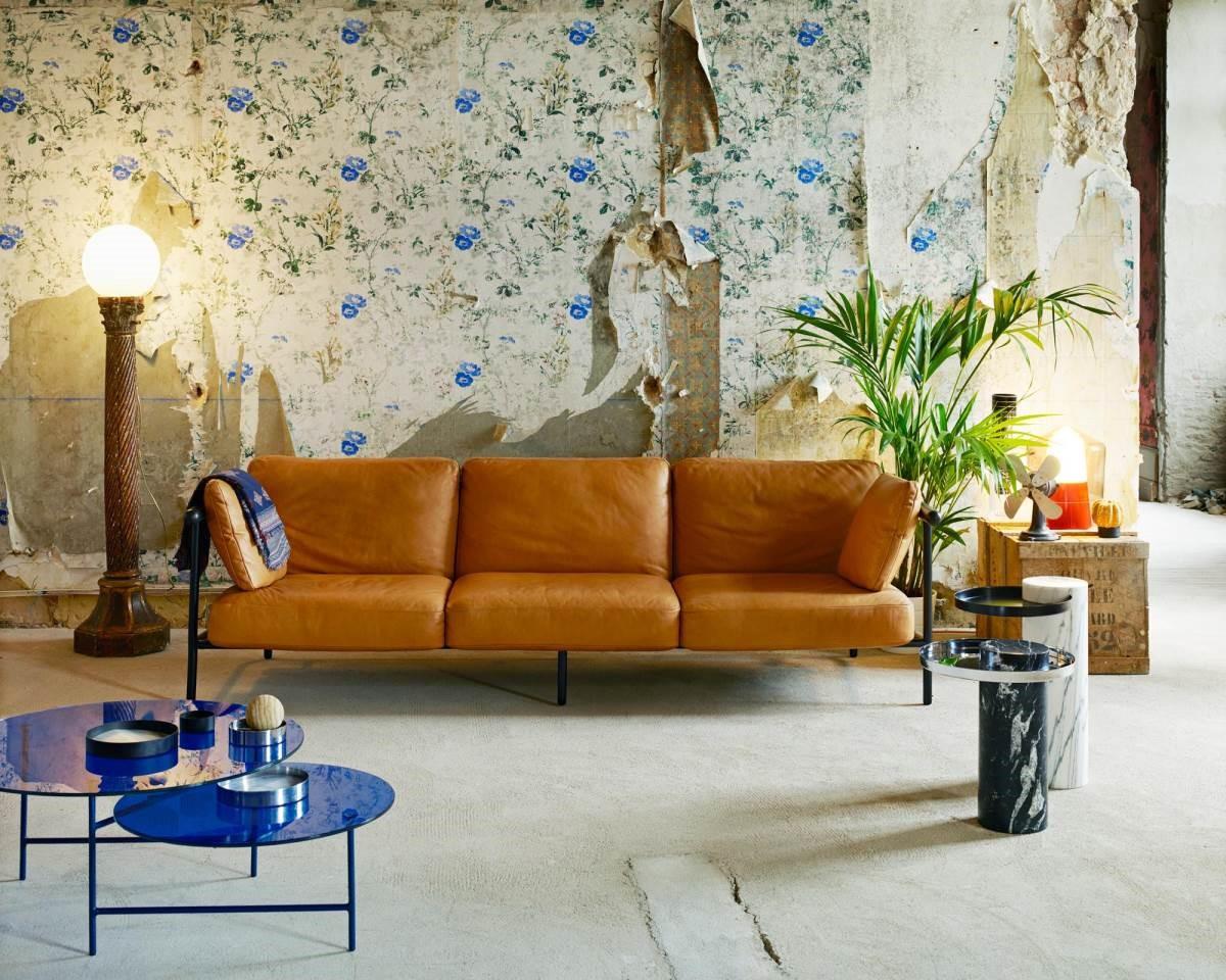 家具是一種實用性藝術品,與人的生活息息相關,反映出居住者的喜好,烘托室內氛圍。