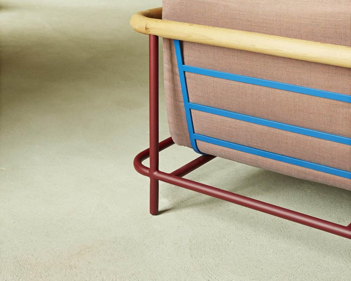 X-Ray。大膽創新的鋼骨結構外露設計,為現代法式家具帶來藝術品般的氣息。