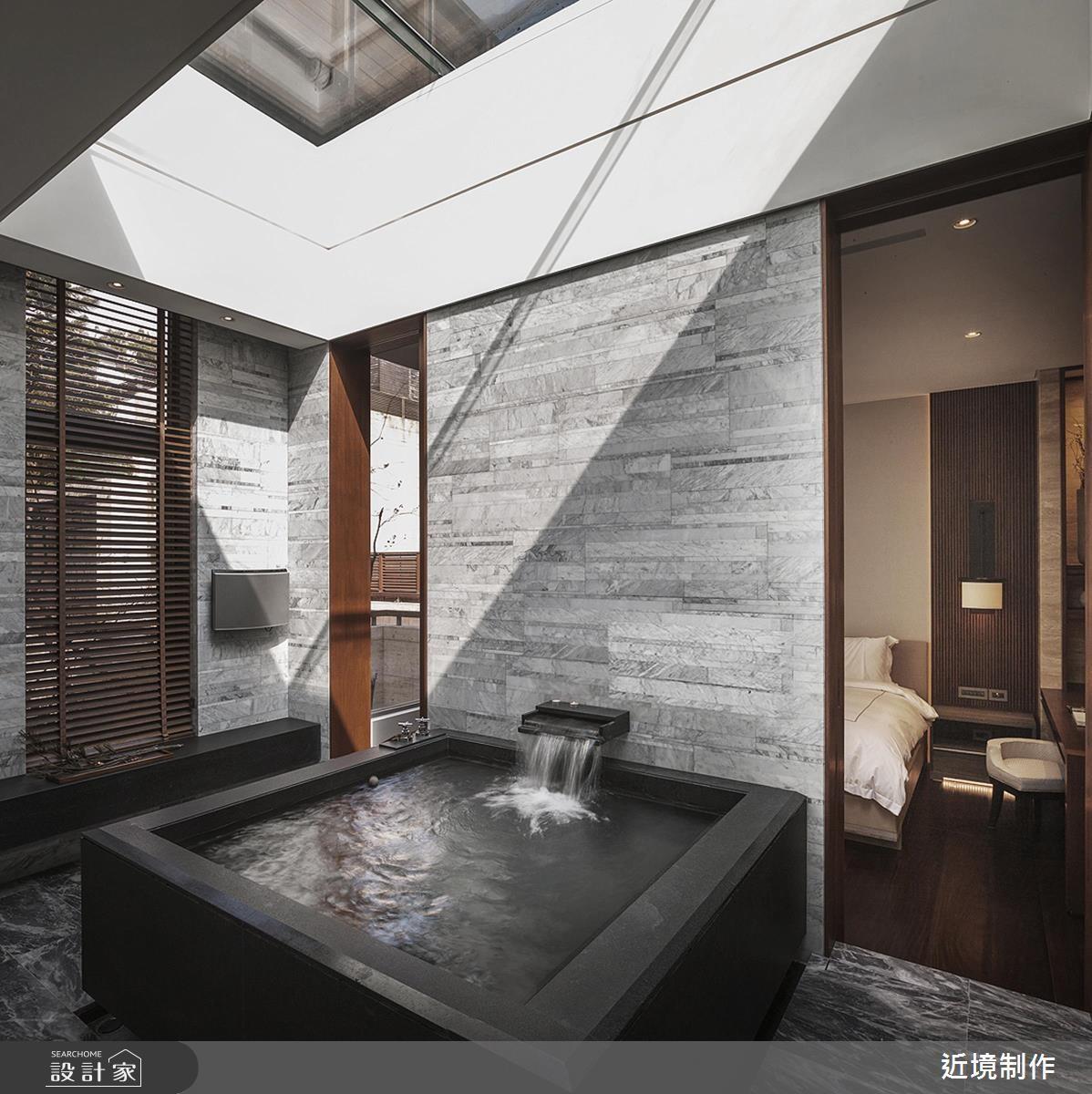 與臥房呈現回字動線設計、又有大量水體需求,非常適合在泡澡後利用暖風機進行後續處理。>> 點此看完整圖庫