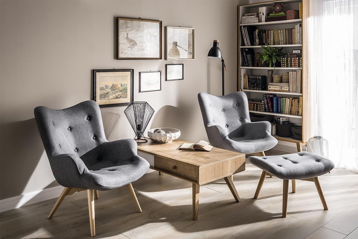 NATURE 系列的REPOS 主人椅,以織品拉扣繃出優雅的型體線條,搭配原木腳足,座面兩側包覆性佳,是款專為各種年齡層設計的精品座椅。