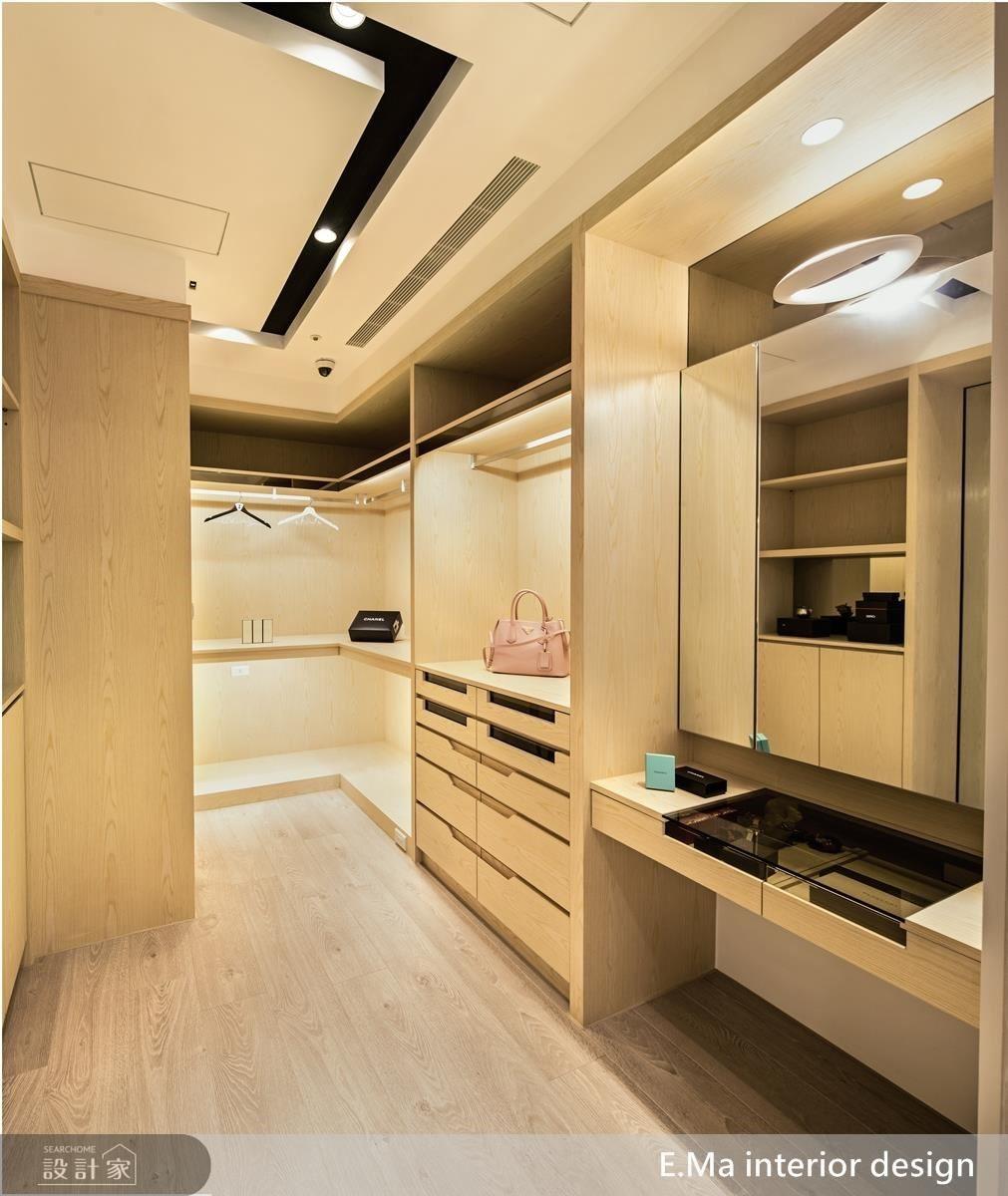 主臥室內依照屋主需求,增設兼具梳妝功能的更衣室,方便夫妻收納衣物、保養品、行李箱等物品。
