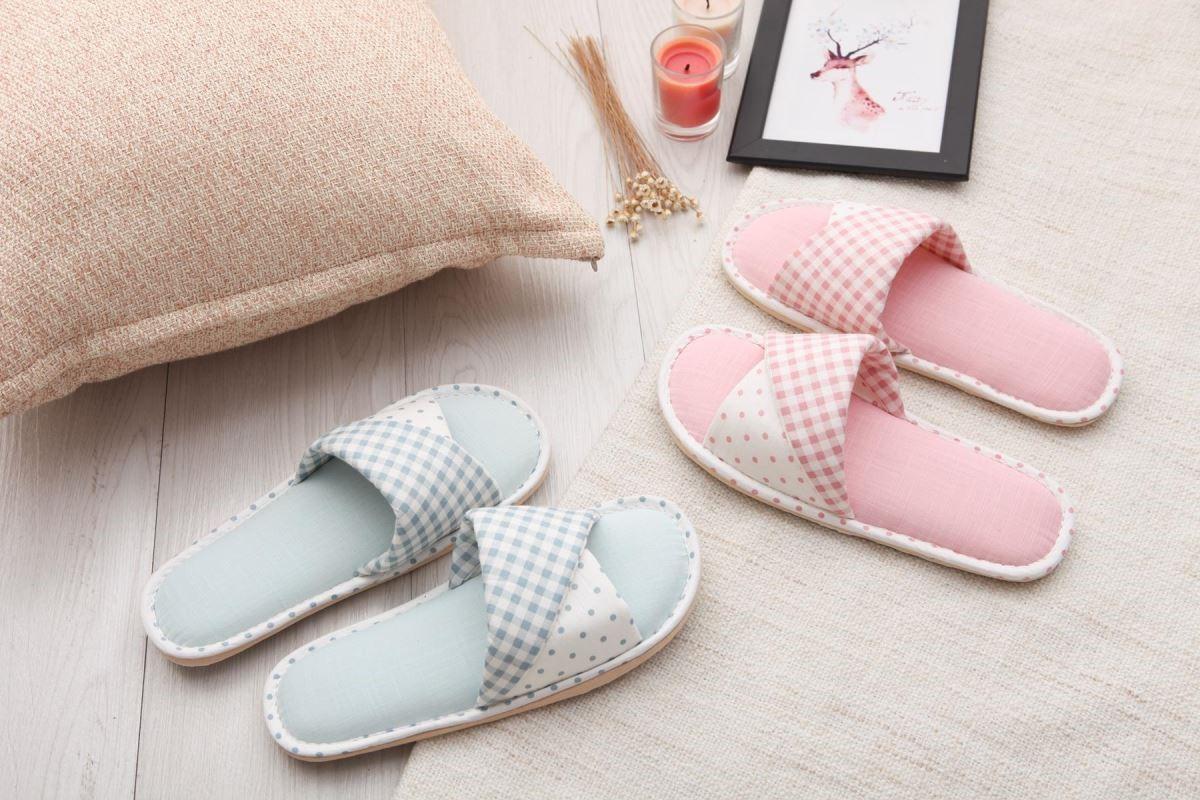 針對個人或是家庭需求,設計各種功能與美感風格兼具的室內拖鞋。