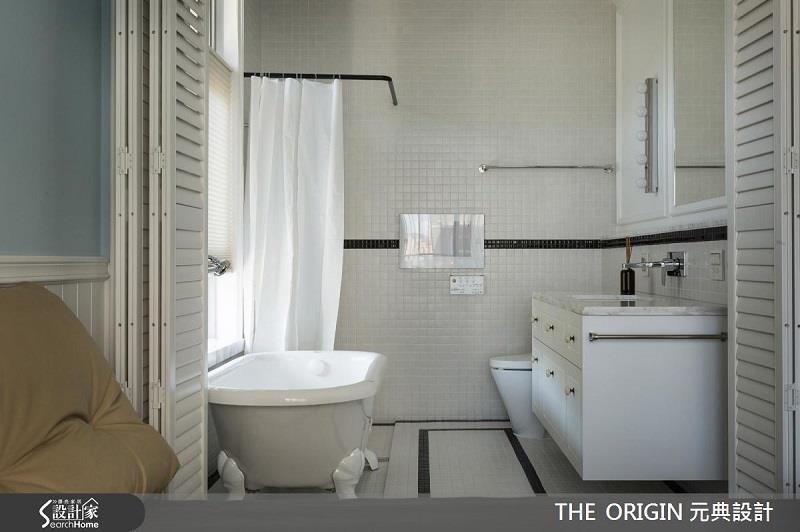 衛浴門片以百葉窗區隔臥房及主衛,呈現半開放式設計理念。>>看完整圖庫