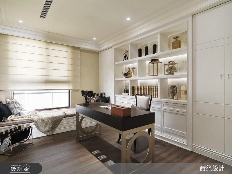 書房臥鋪加上枕頭棉被,變身多功能客房。>>看完整圖庫