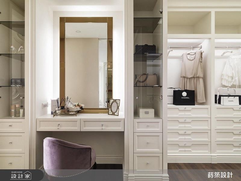 更衣室分門別類的規劃,使衣物放置空間充裕且整齊美觀。>>看完整圖庫