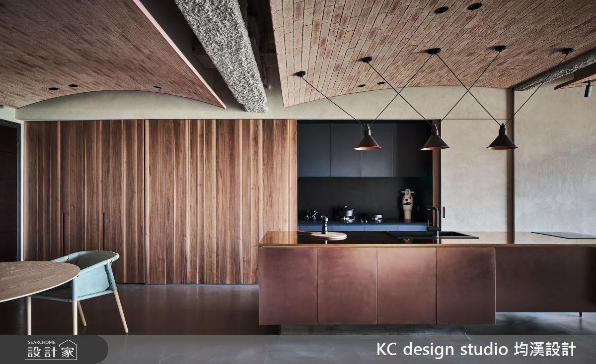 回歸原始,擁抱設計簡單的事物,打造獨具魅力的新舊融合居家面貌。