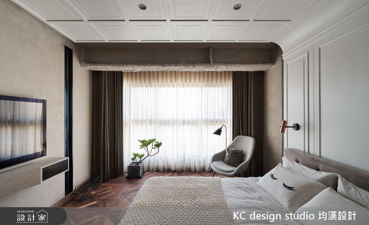 溫暖木地板搭配柔和北歐線板,為臥室帶來溫馨氛圍。