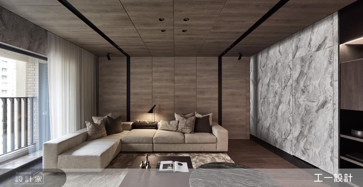 由壁面延伸至天花的包覆性設計,營造沉穩安全感。