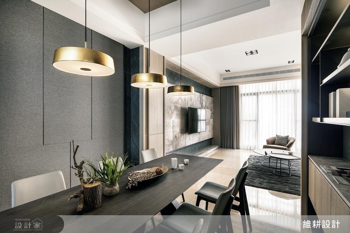 2 樓公領域以開放式設計串聯客餐廳空間,並運用灰階色調搭配木皮,營造沉穩大器的空間氛圍。