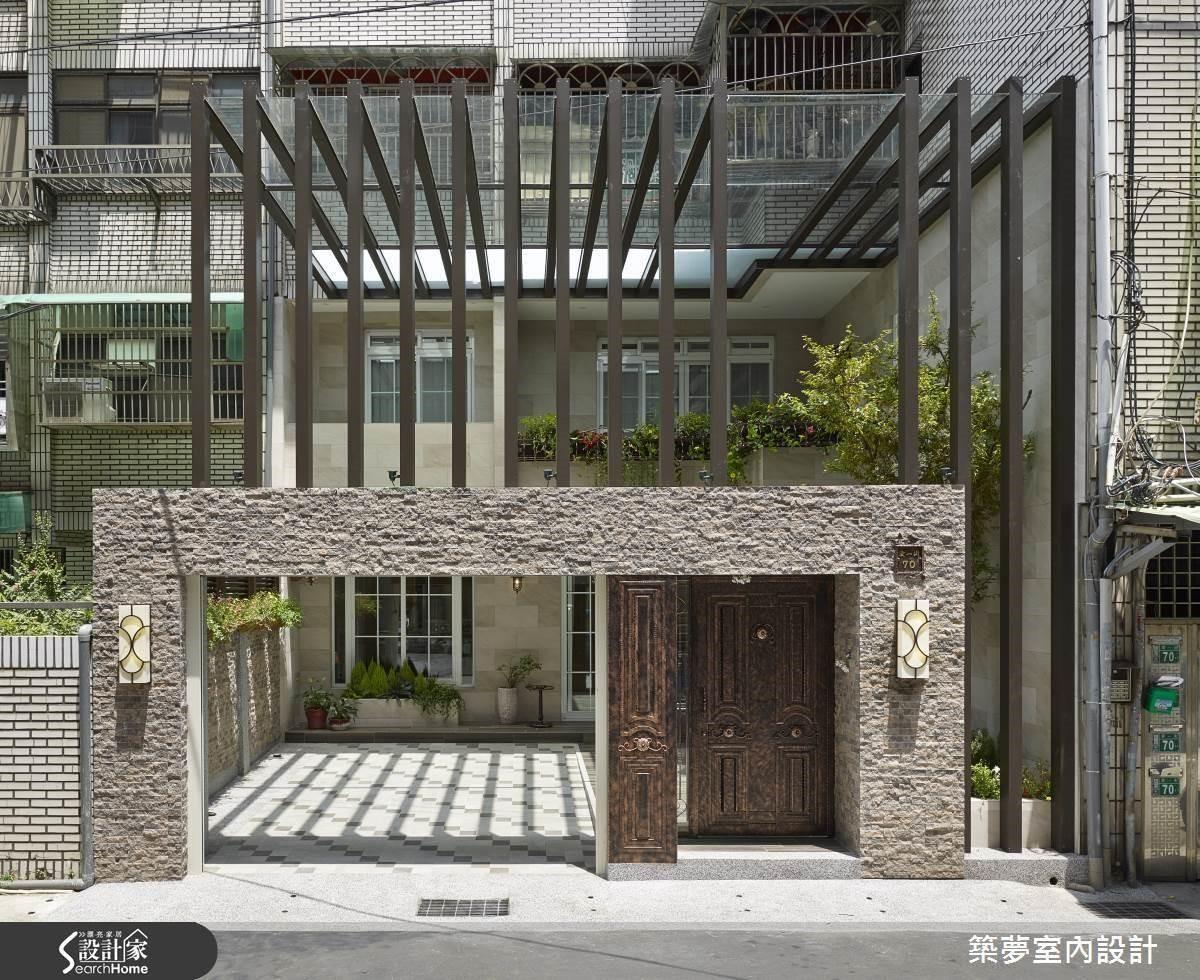 羅芳銘設計師藉由建物外觀至室內的全面性改造,從老舊公寓群中塑造出令人驚豔的豪宅地景。