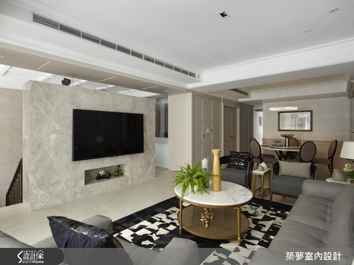 擴大了室內門窗的面積,將這份光線之美延攬入室,搭配溫雅的象牙色、大理石材質,以及古典線板細節,醞釀出優雅而溫緩的空間氛圍。