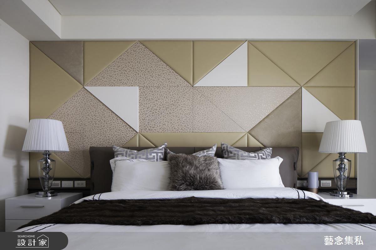 主臥床頭背牆以大地色為底蘊,採用異材質手法及幾何圖形與線條,成為主臥的視覺焦點。