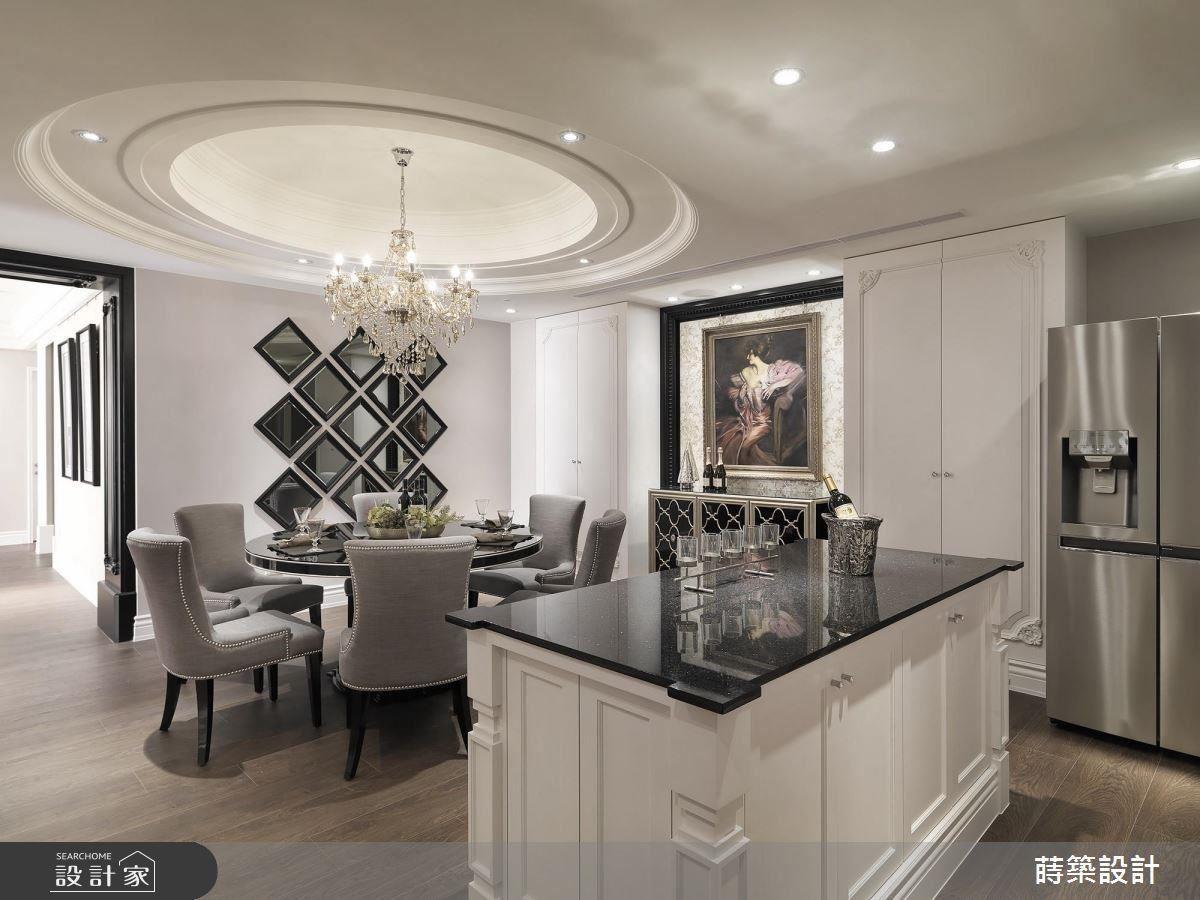 手工木作中島吧台的細節,菱形茶鏡磨邊裝飾,都為餐廚空間增添質感,成為空間亮點。