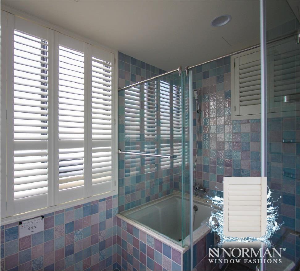 可在容易受潮的衛浴空間裡安裝防水型百葉窗,讓窗型可永保舒適美觀。