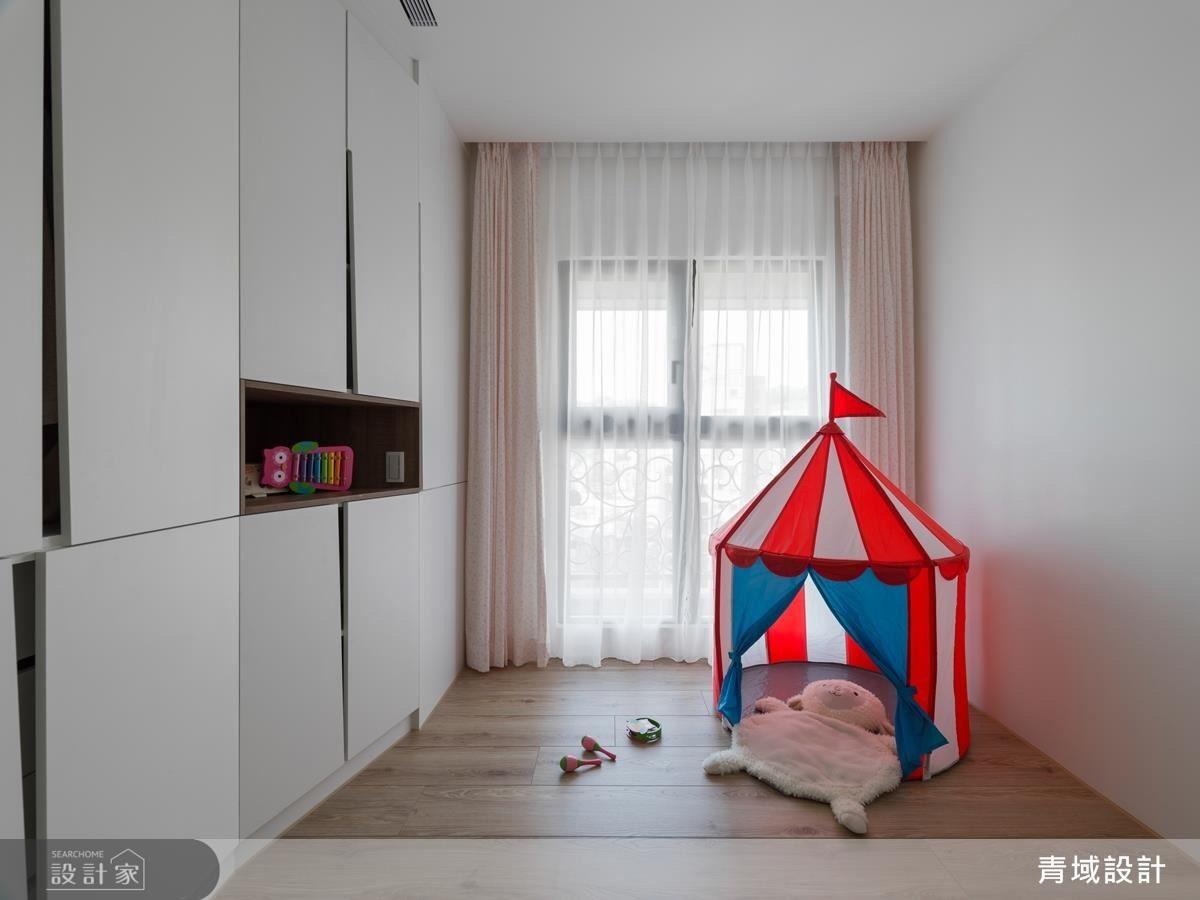 由於小孩還小,設計師保留一個彈性空間,便於屋主可依孩子的成長運用調整。
