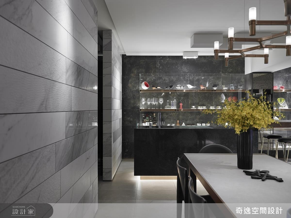 吧台則以強化玻璃為主,讓視覺穿透,配合 6 種模面的白色長形磁磚,很有時尚感。