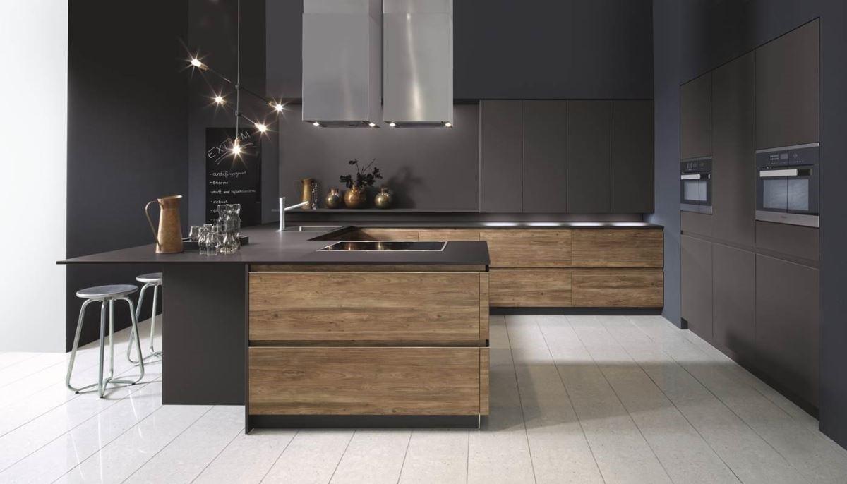 暗黑色系廚房,有著專業配備,以及讓心情平靜的沉穩色調,置身其中,儼然化身五星級主廚,隨時可以端出自信滿滿的好料理。