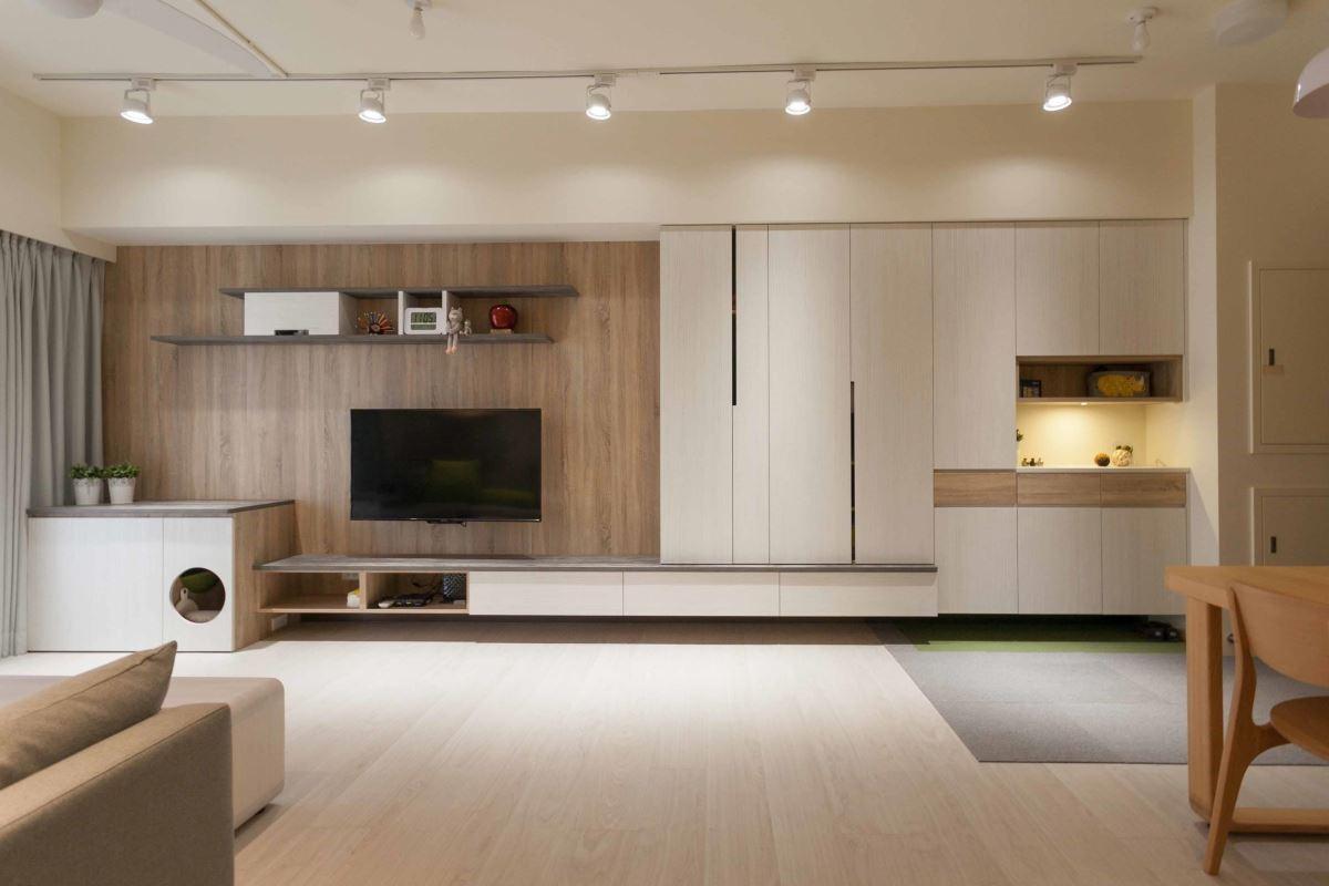 深淺木色及灰、白相襯的空間,佈置了大地色系的家具軟件,在陽光中呈現明亮暖感的北歐氛圍。