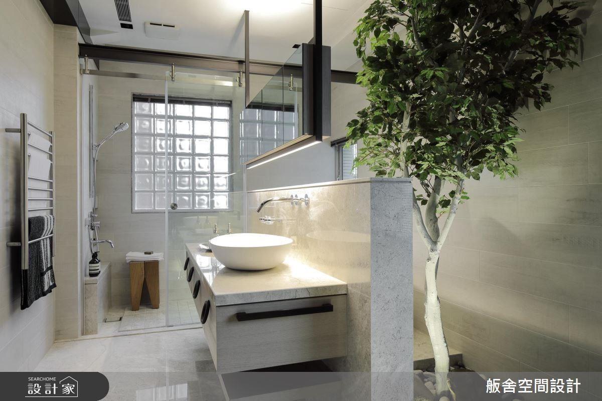 主衛浴置入植栽設計,營造戶外自然感。
