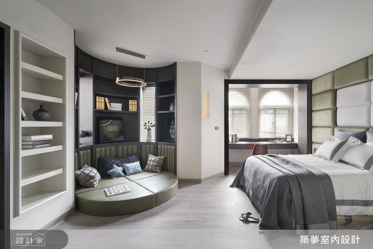 小孩房運用空間面向規劃臥榻閱讀區,透過圓弧設計,使空間視覺更為和諧舒適。