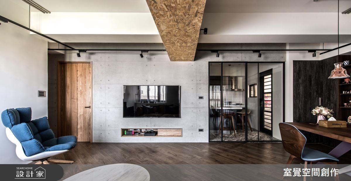 廚房使用鐵件玻璃拉門,使室外光亮向內延伸。
