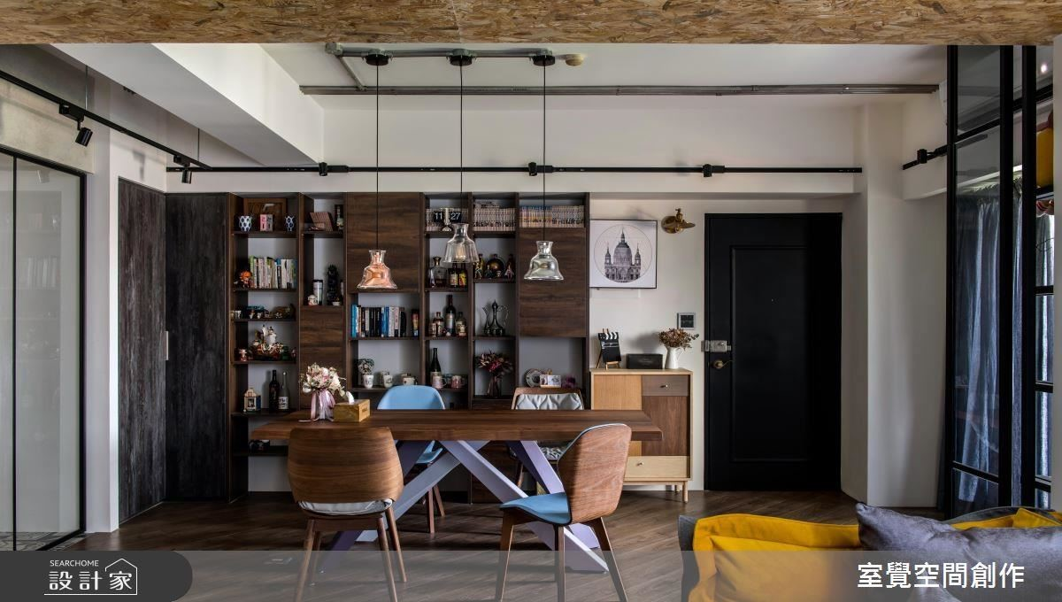 餐廳藉由桌腳的斜度造型與跳色,營造用餐氛圍的活潑趣味。