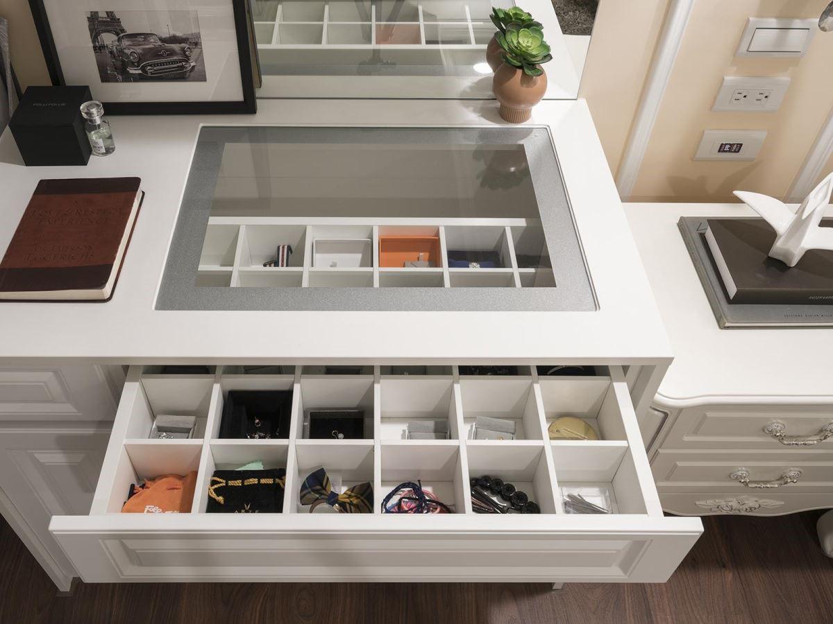 小飾品、配件運用小格層區分清楚明瞭。>>看完整圖庫