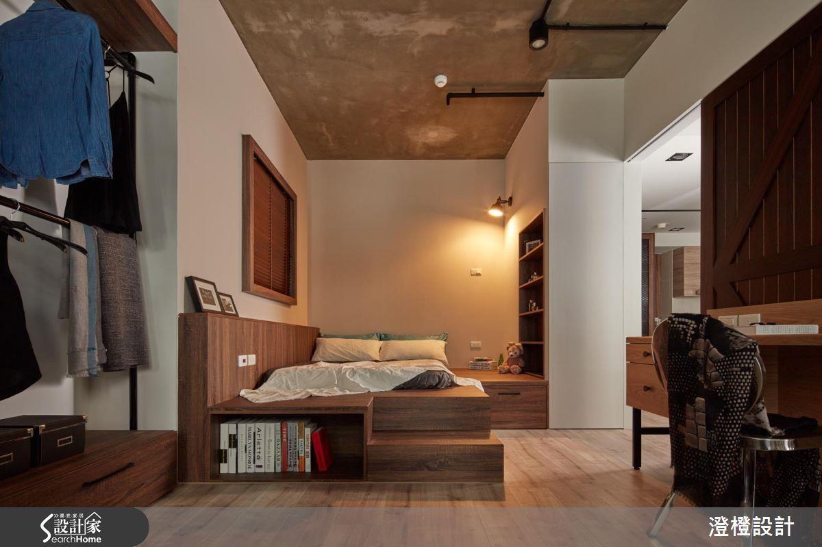 床頭旁些許留白空間,不僅具有床頭櫃功能,更可作為貓咪休憩角落!>>看完整圖庫