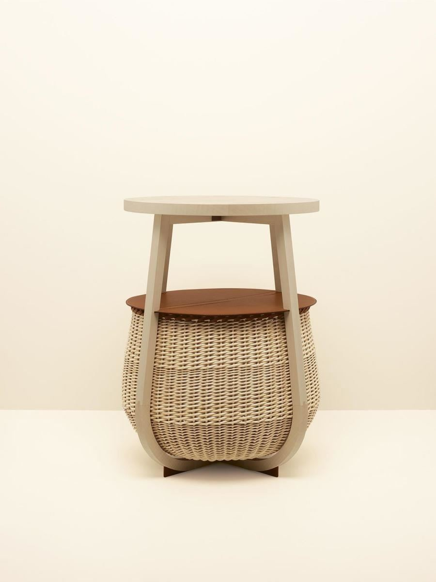 PICOTIN 休閒桌,靈感來自盛裝馬兒的飼料籃。
