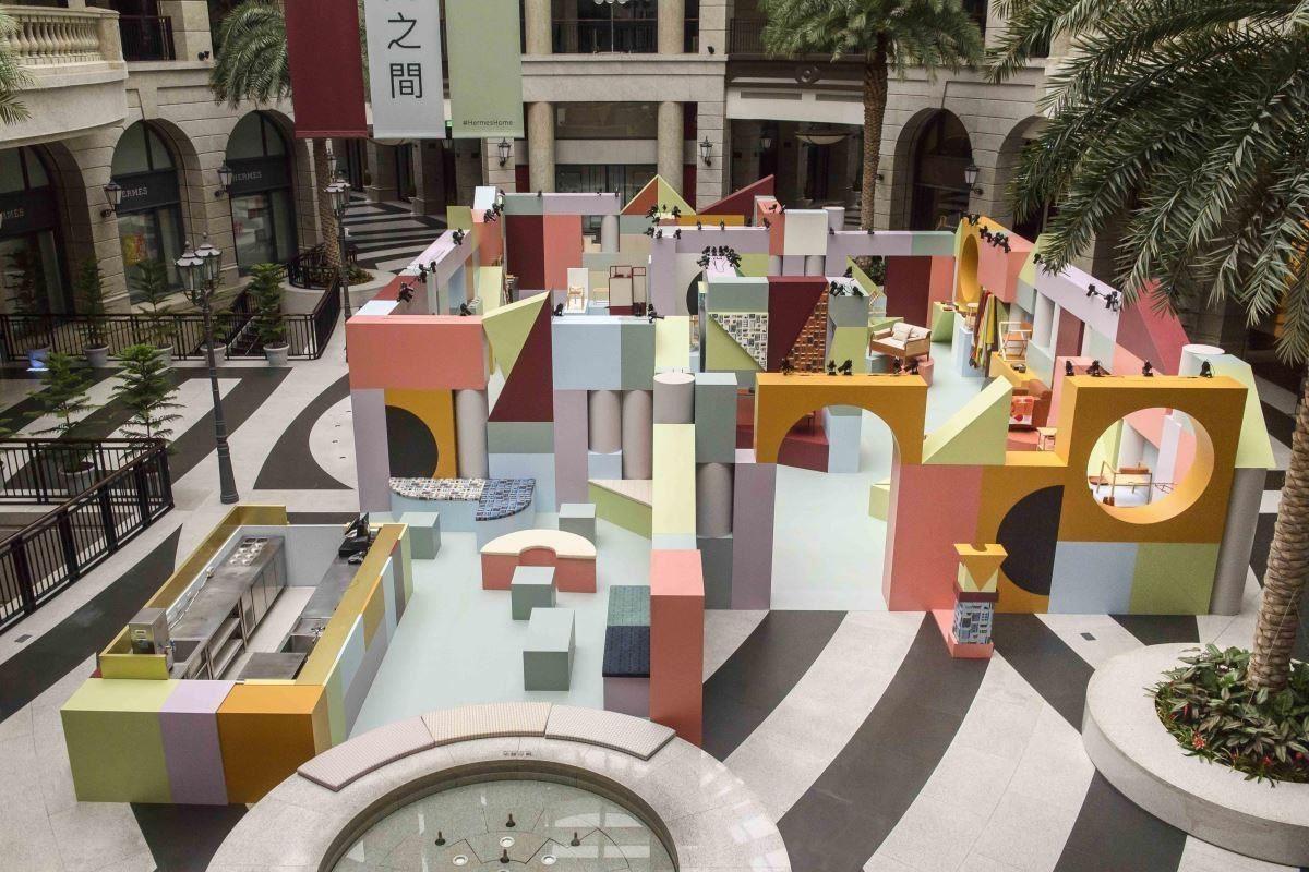 在台北信義區BELLAVITA寶麗廣場一樓中庭,盛大展開無盡想像的愛馬仕美學之旅。