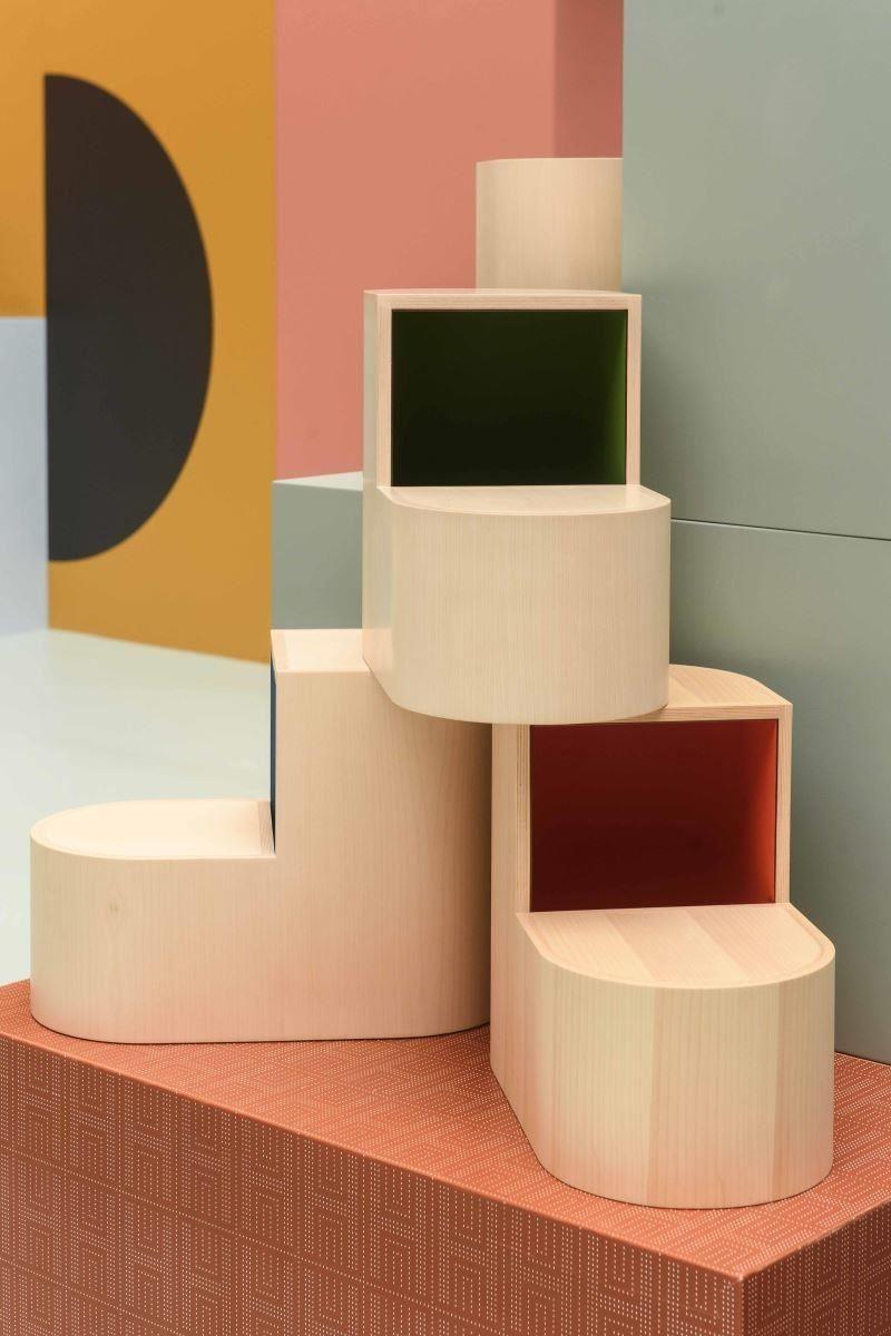 靈感來自馬蹄鐵,可兼作隱藏式收納空間的SABOT椅凳。