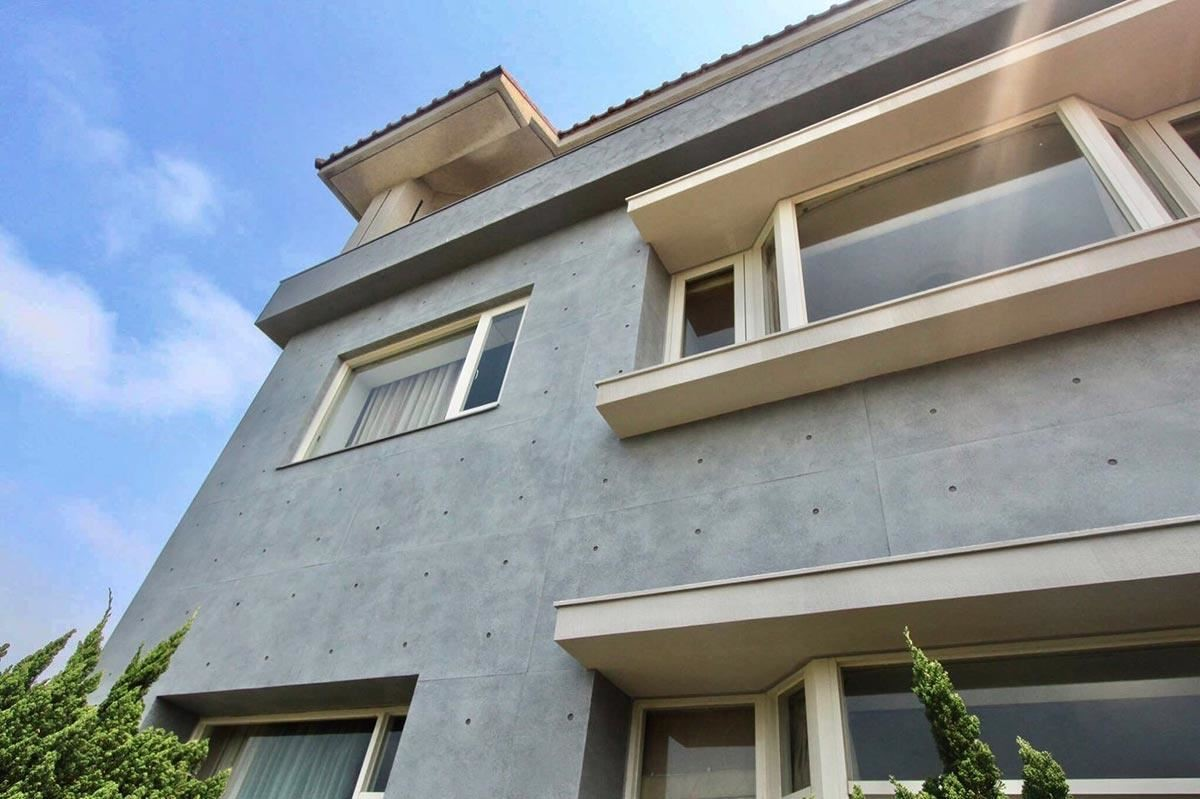 SA 工法完成了舊建築物的清水混凝土外牆夢想。