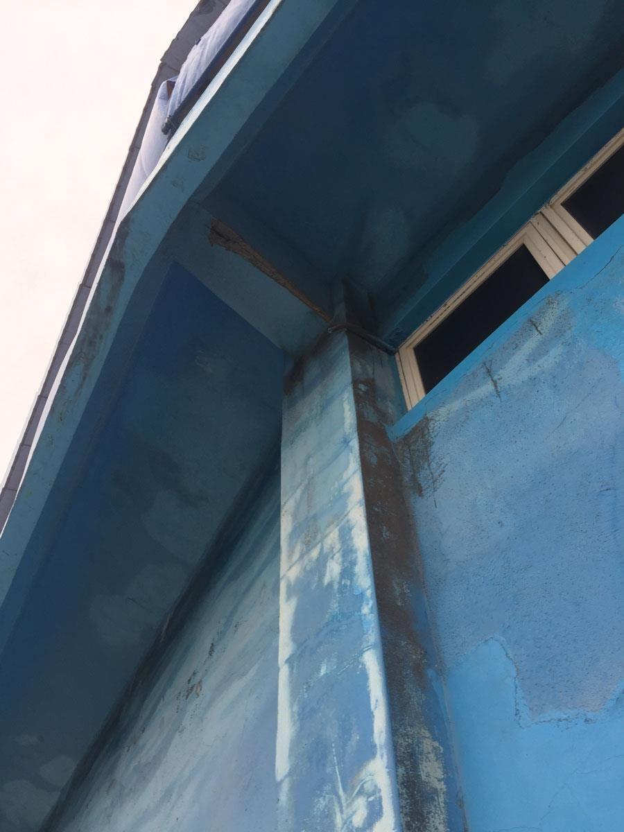 建築外觀的斑駁、脫落是城市裡的一大安全隱患。