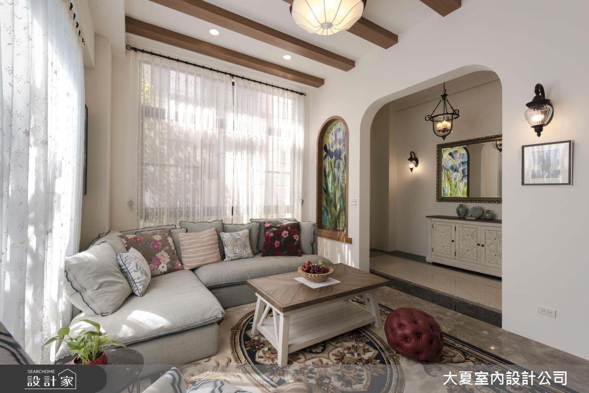設計師將鄉村風專業表現於居家造型、材質之中,不僅使居家質感升級,更創造舒適溫馨的空間溫度。