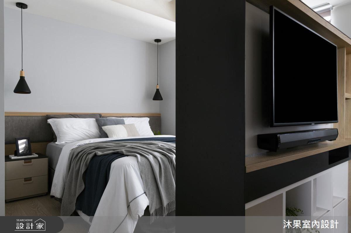 小套房的電視櫃體採可轉動設計,雙向設計使屋主娛樂需求不受空間限制,可盡情享受影音娛樂。