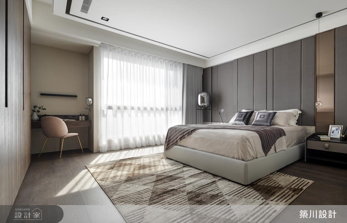 主臥以淺色調鋪敘,營造優雅舒適的睡眠場域。