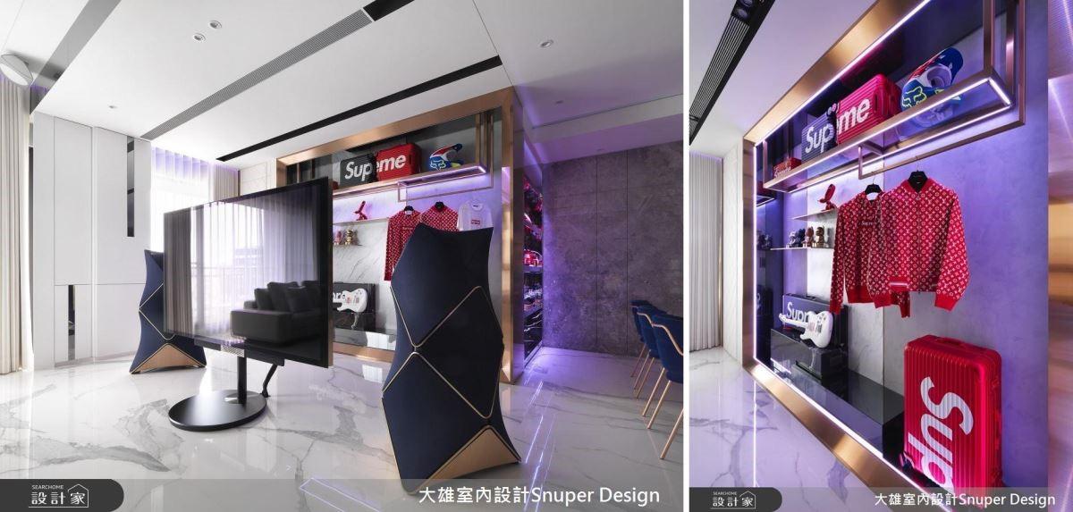 電視後方以不鏽鋼、鍍鈦金屬等材質,打造專屬於屋主的展示櫥窗,可隨屋主的喜好及需求,自由更新其中物件。