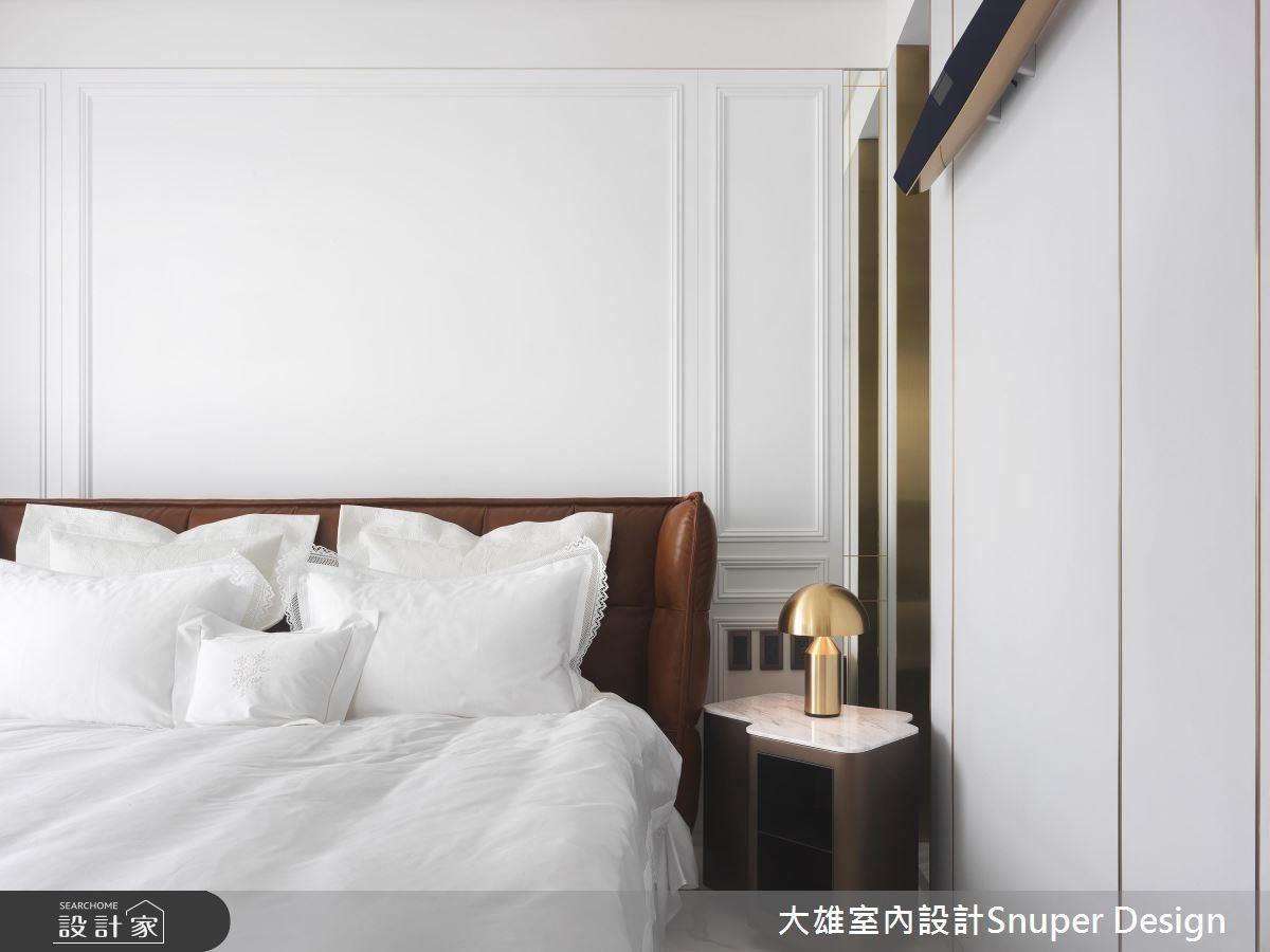 以減法設計,還睡眠空間輕鬆、舒適的氛圍,同時點綴上線版及金色鍍鈦,將大宅氣度烘托而出。