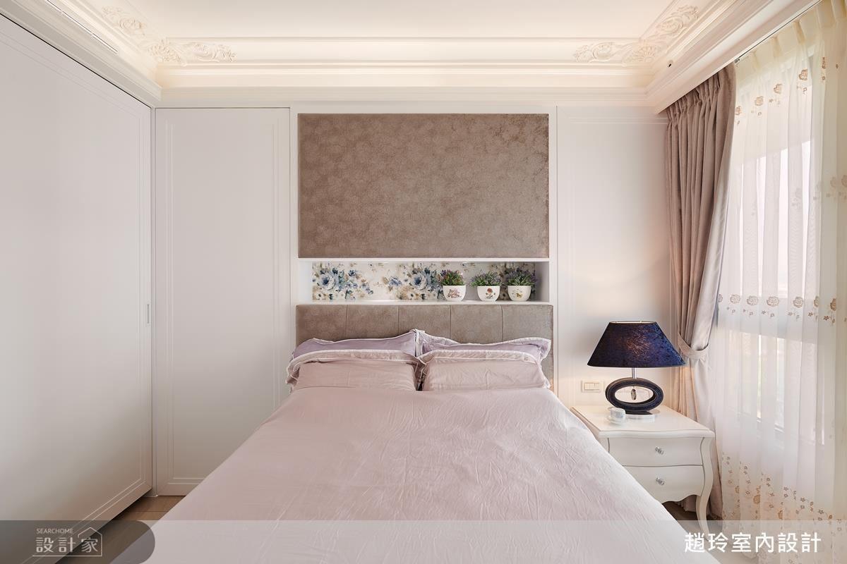 主臥以淡雅藕色調譜畫,營造舒適純淨的睡眠場域。