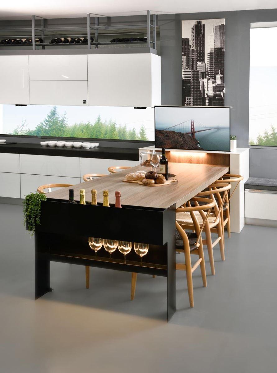 將智聯居家系統納入廚房設計中,善用科技技術,提升生活品質。