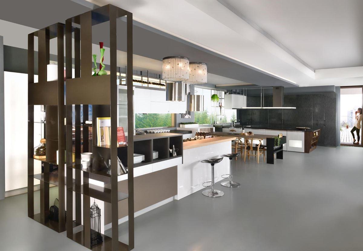 超高開放式層架,以及將工業風精緻化的設計,也是今年米蘭展的流行趨勢。