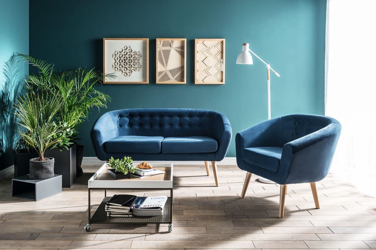 Alma 沙發除了造型優雅輕巧,略高於一般沙發的高足設計,也有放大空間的效果。(尺寸:寬152 深69 高76 cm)