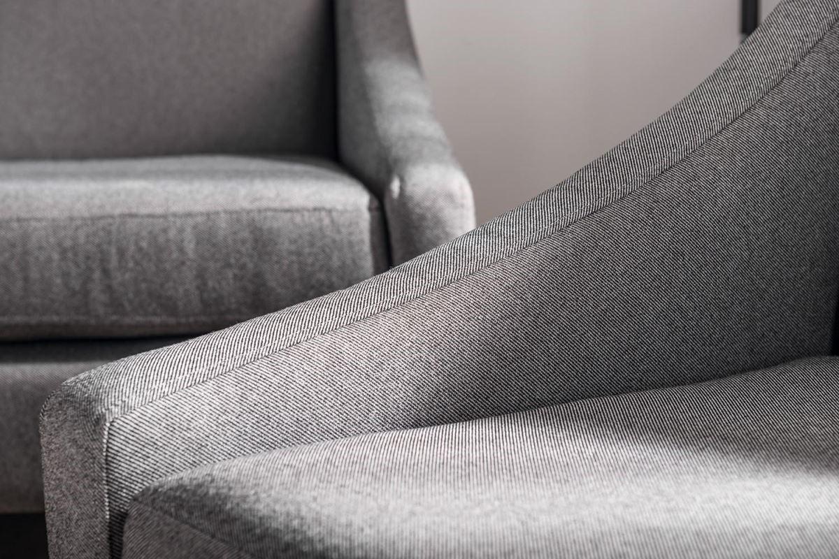 Gabba系列強調極簡主義風格,出色的車縫技術讓型體更加俐落。