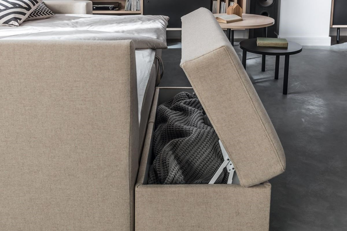 Chester系列沙發折疊式的椅墊,附加收納設計輕巧便利,操作中也不影響乘坐的舒適性。