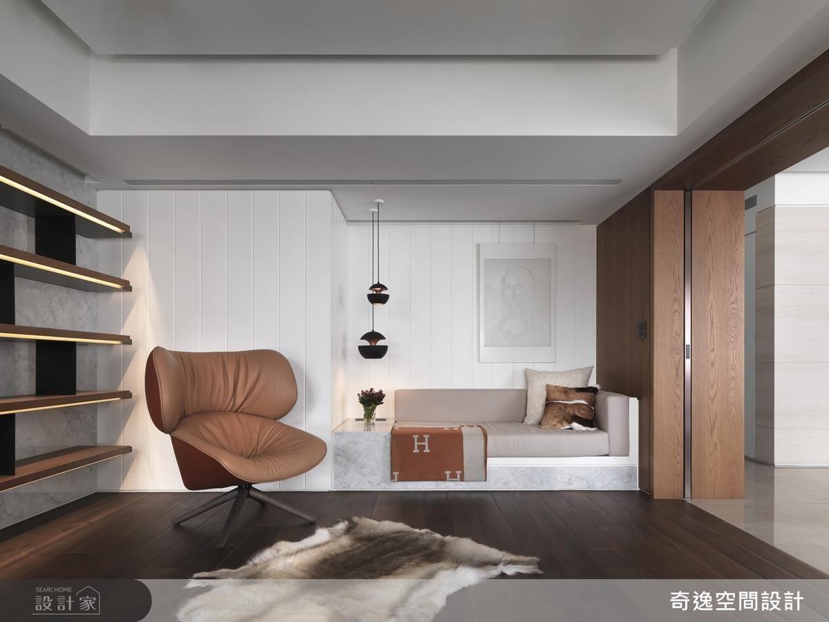 書房設計舒適臥榻,構築獨立小型起居空間,為屋主尋覓一處寧靜天地。