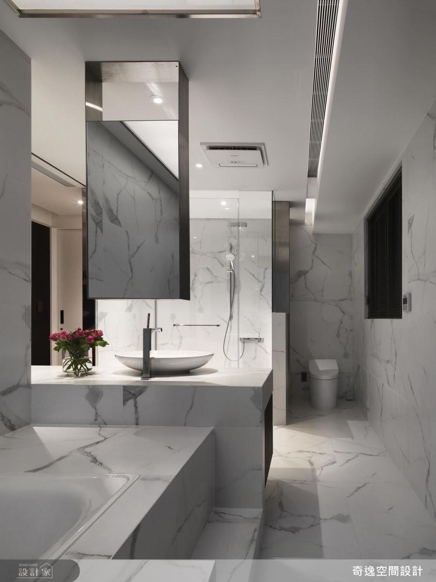 浴室以精細的義大利石材填縫膠工法,半圓型的填補在使用上帶來圓潤且安心的質感。