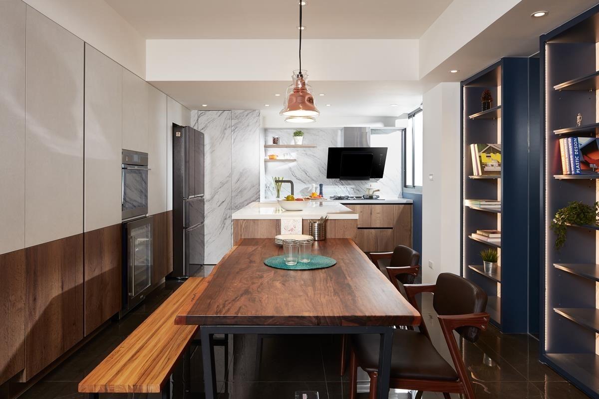 餐廚領域整併,並以開放的格局規劃,型塑明亮、寬敞的空間感。