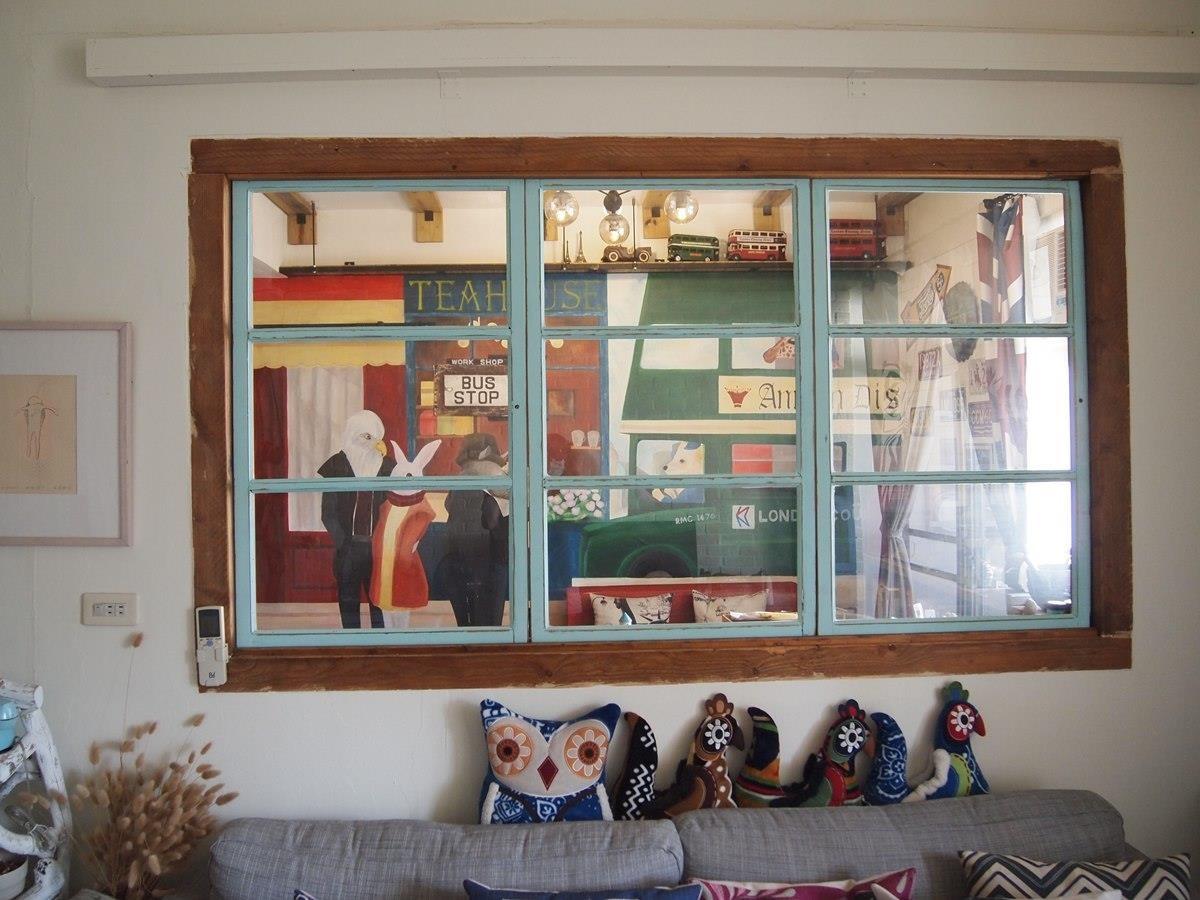 從客廳望向書房。