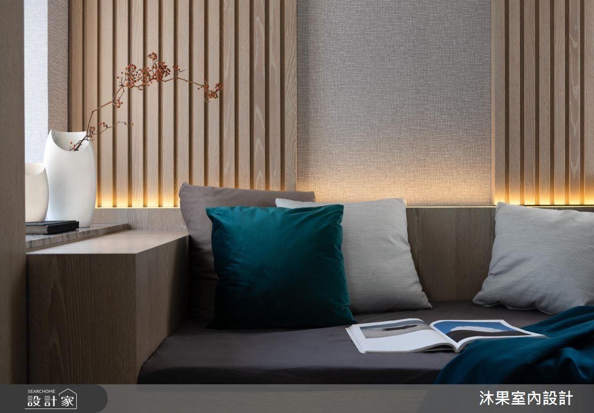 大量格柵搭配重點反向間接照明,散發沉穩、禪意的氣息。